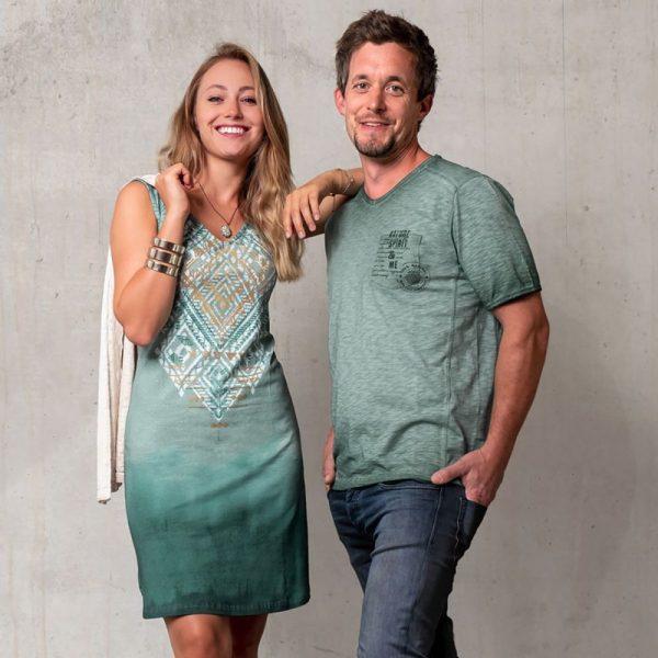 Kleid Bakti in smaragd und Partner Shirt