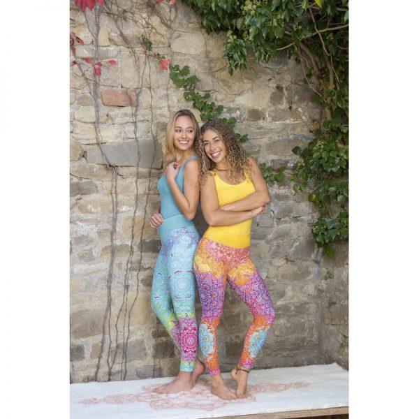 Farbenfrohe Yoga Legging und Yoga Tops