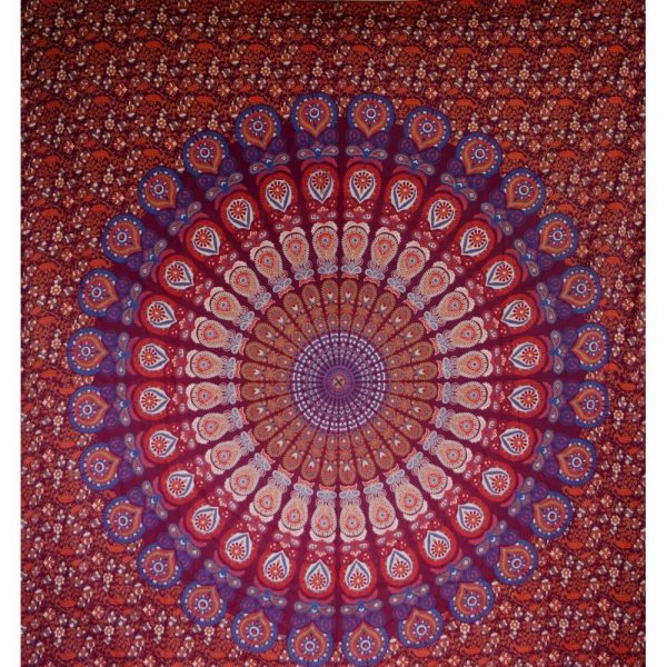Mandala Wandbehang oder indische Tagesdecke in Rottönen
