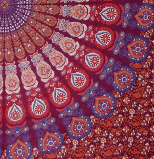 Mandala Wandbehang oder indische Tagesdecke in Rottönen Detailansicht