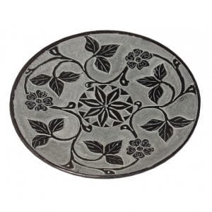 Räucherstäbchenhalter aus Speckstein in schwarz mit Blumen