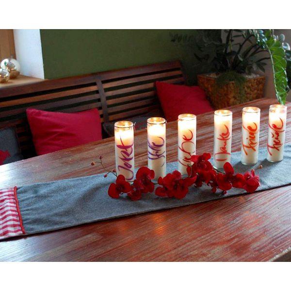 alle Sign Kerzen dekoriert