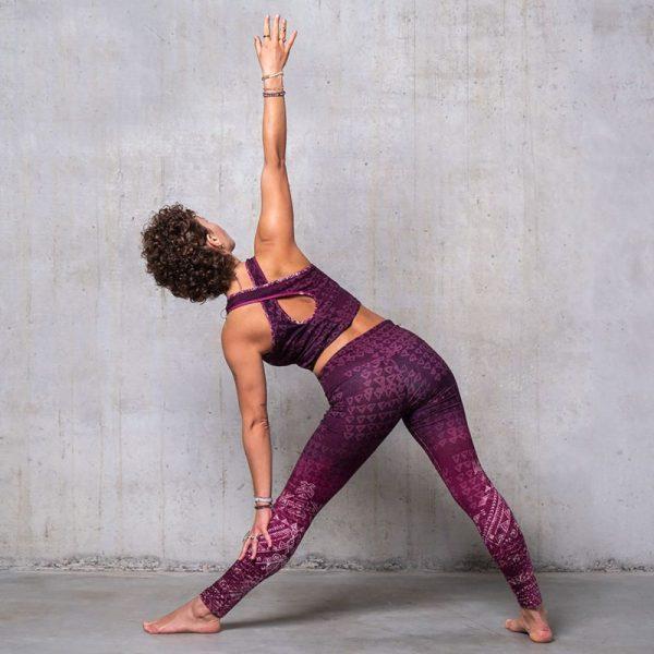 Spirit of Om Yoga Bra und Legging aubergine Rueckseite