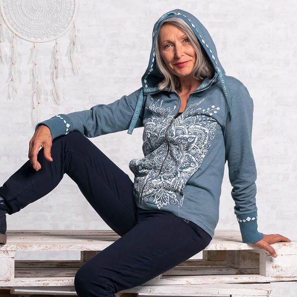 Spirit of Om Sweatjacke jeansblau mit Kapuze